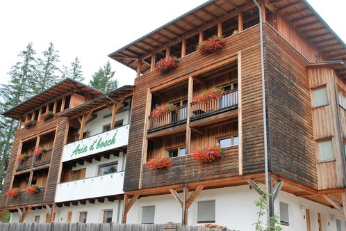Apartments for 2/4 and 6 people in a quiet location, but only 300 meters from the village center.