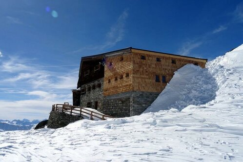 Mountain hut Similaun