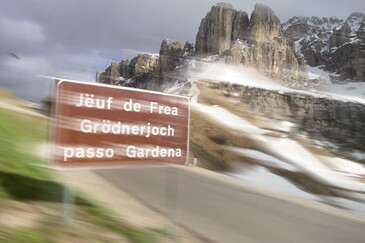 Tri-lingual road sign in Val Gardena/Gröden valley | © Magnolia