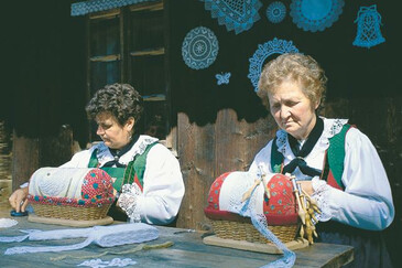 Pillow lace making in the Valle Aurina/Ahrntal valley | © Magnolia