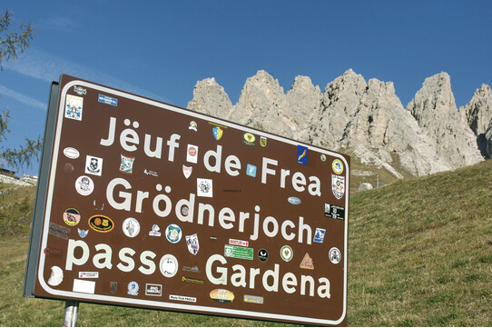 Street signs emphasise South Tyrol's multilingualism | © SMG
