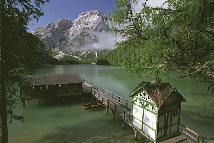 The picturesque Pragser Wildsee at the heart of the unique Dolomites is the ideal place for a day out for families and hikers.