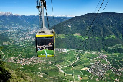 The Texelbahn cable car above Parcines with a panoramic view over Merano and Environs