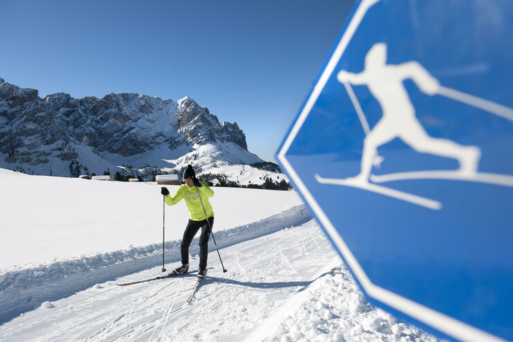Cross-country skiing at Passo delle Erbe near San Martino in Badia